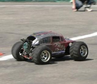 Модель автомобиля на радиоуправлении.